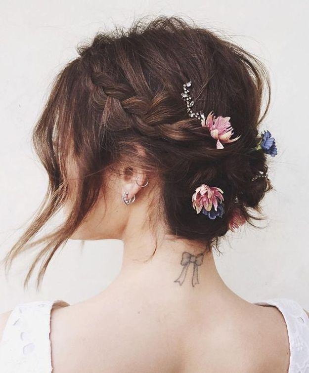 Coiffure de mariée chignon sur cheveux courts