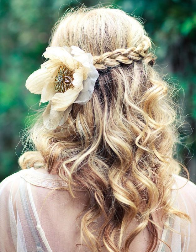 Coiffure de mariée Fleur précieuse