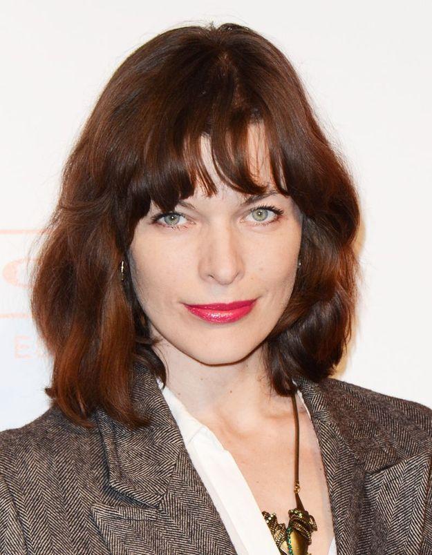 Le carré frangé auburn de Milla Jovovich