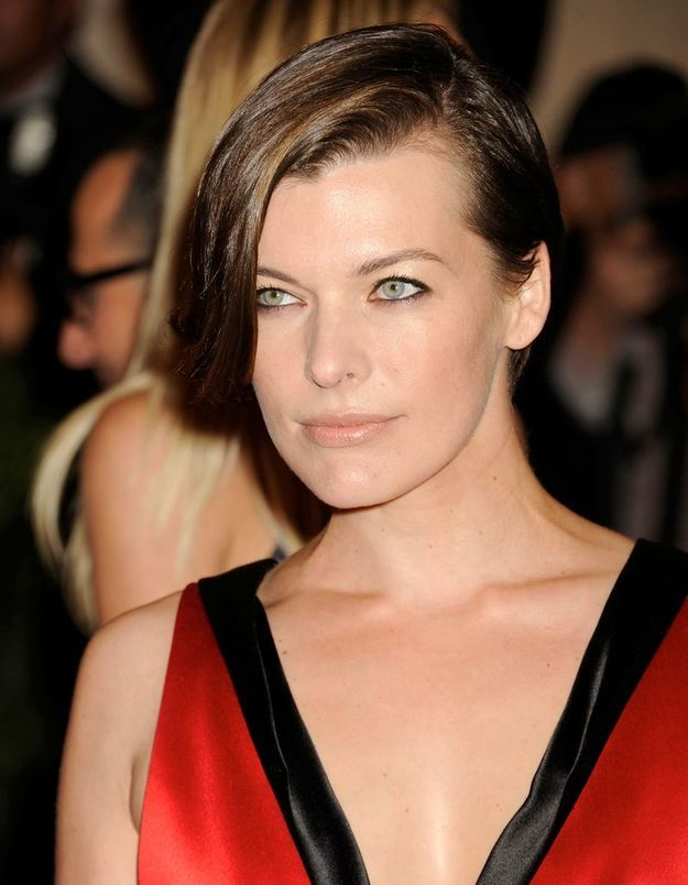 Le « half hawk » version chic de Milla Jovovich