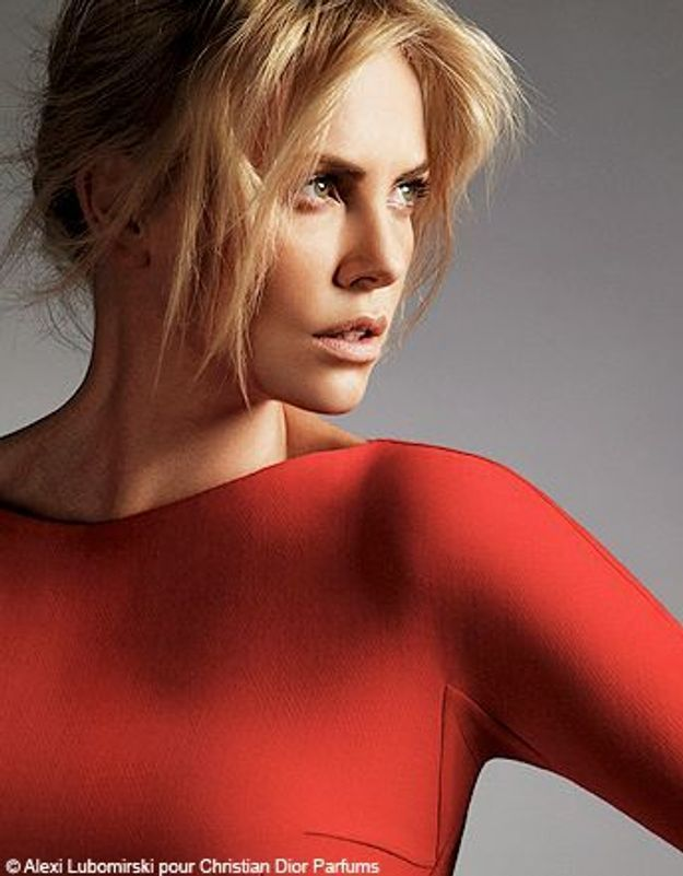 Le glam cool selon Charlize