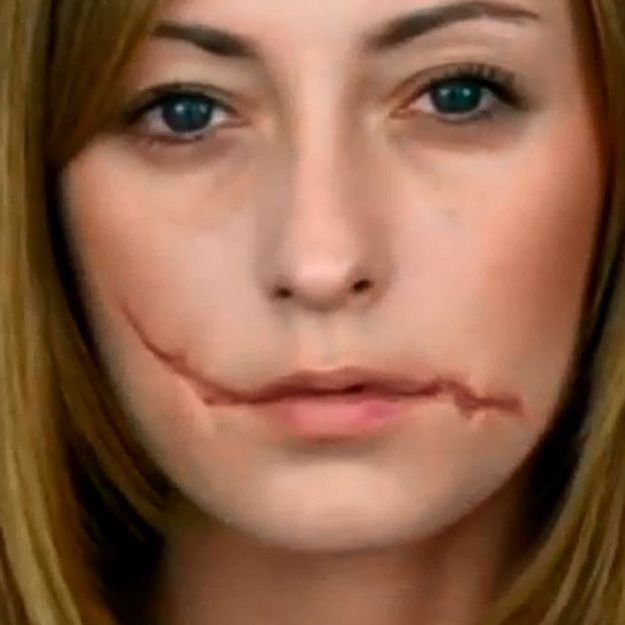 Maquillage Halloween : cicatrice au milieu du visage