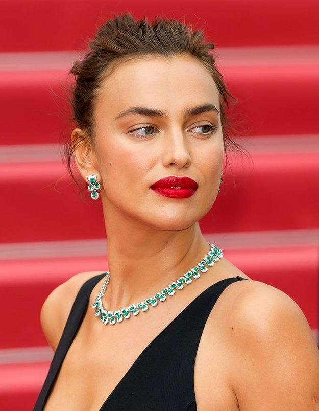 La bouche rouge d'Irina Shayk à Cannes
