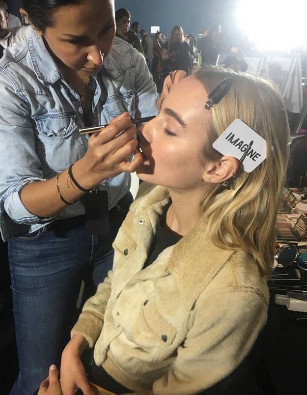 Le maquillage des yeux de Maartje Verhoef en backstage du défilé Mugler SS18