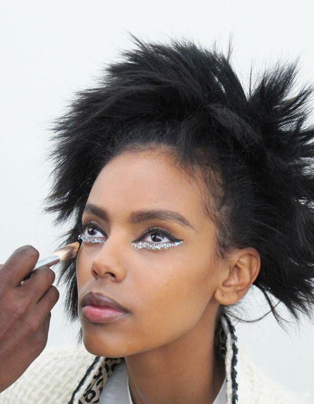Grace Mahary en plein make-up