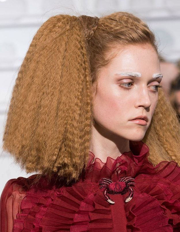 Les cheveux gaufrés chez Schiaparelli