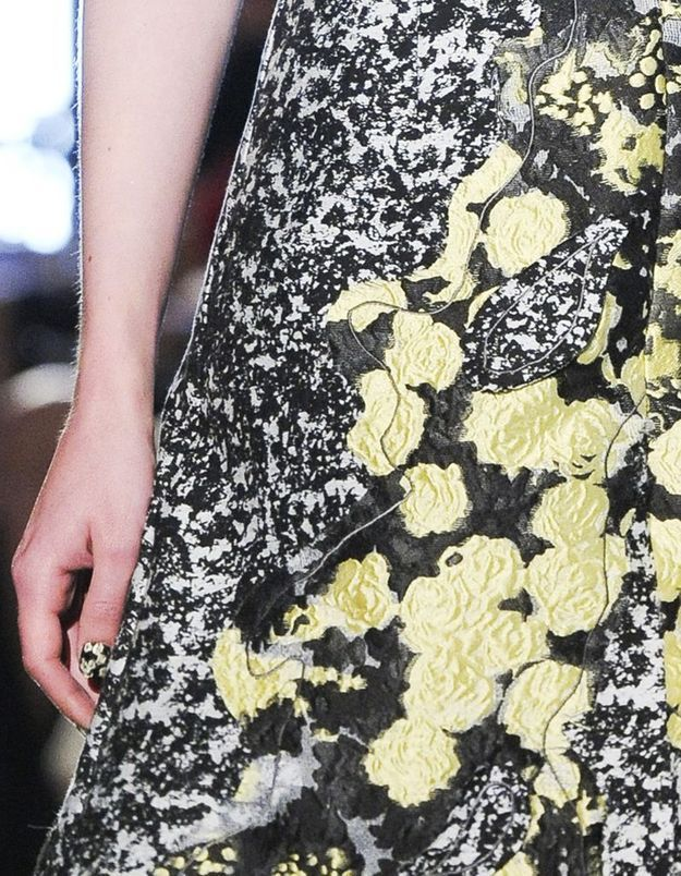 La manucure assortie à la robe du défilé Van Der Ham