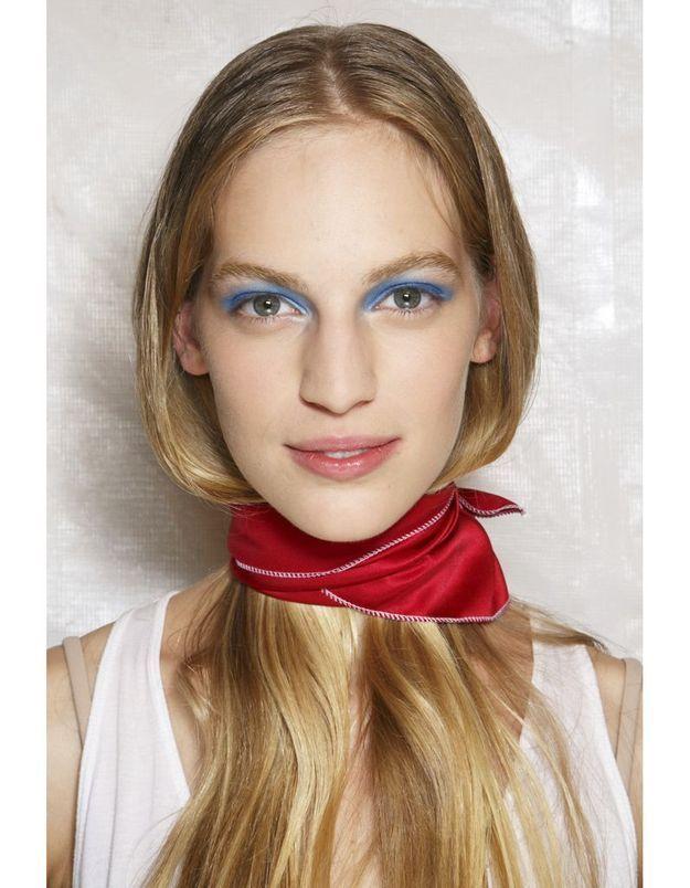 Les cheveux dans le foulard du défilé Marc by Marc Jacobs