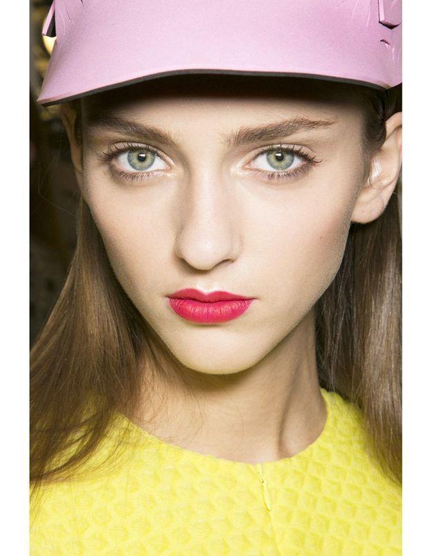 Les lèvres néons du défilé Galliano