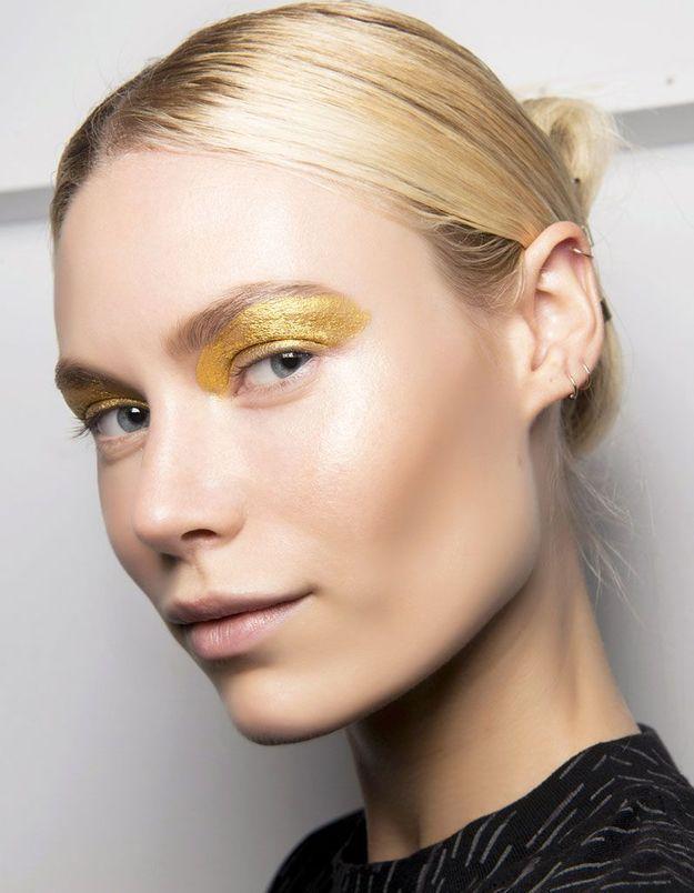 Maquillage pailleté or