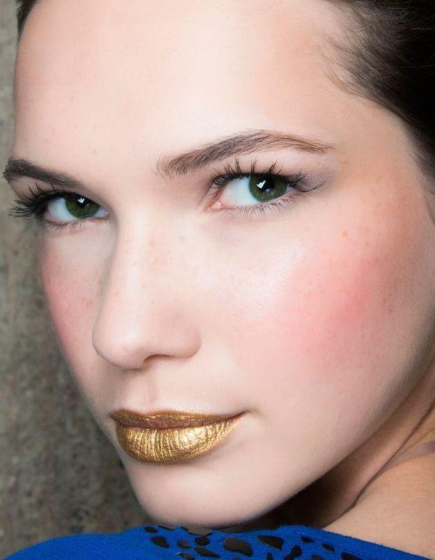 Maquillage avec du doré