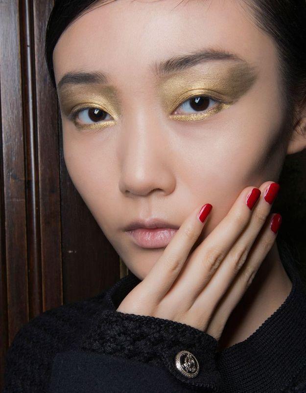 Maquillage couleur doré
