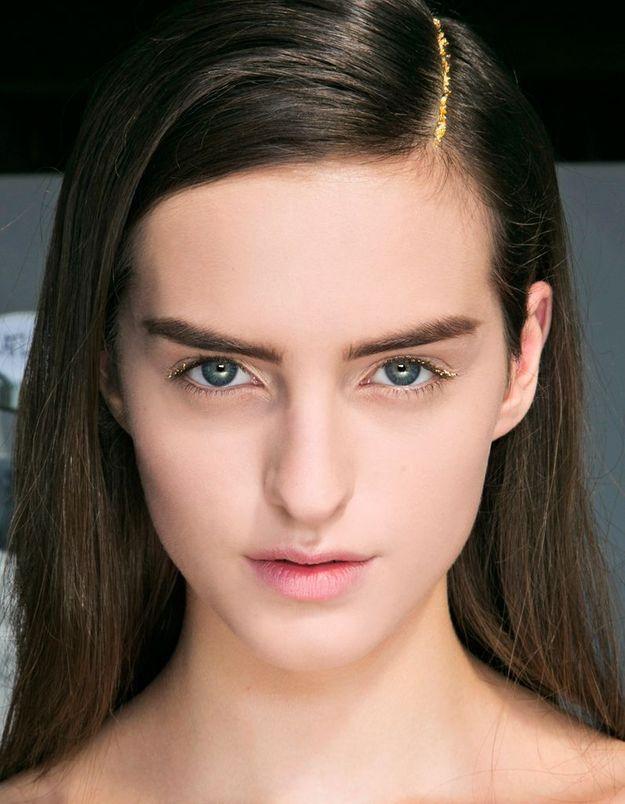 Maquillage doré yeux verts