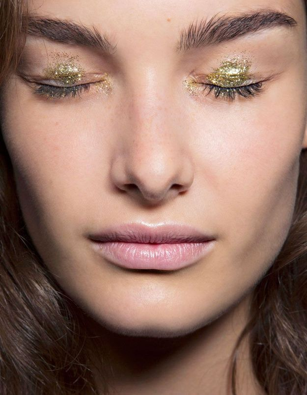 Maquillage or pour les yeux