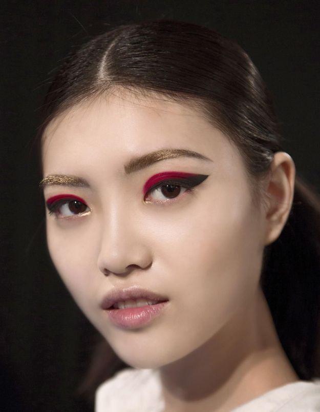 Maquillage Réveillon sourcils dorés