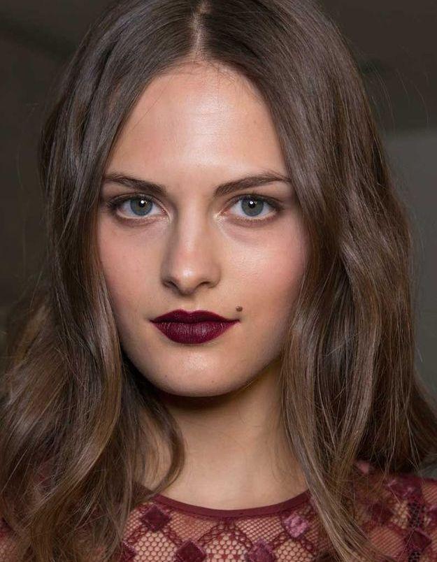 Maquillage Saint-Valentin : la bouche burgundy