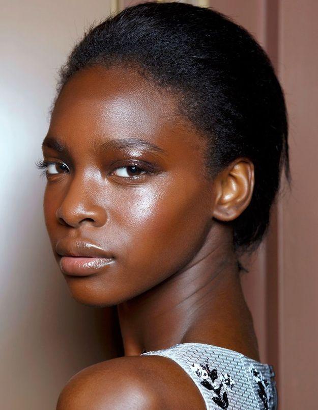 Maquillage solaire pour peaux noires