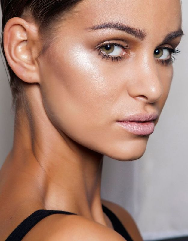 Maquillage solaire teint lumineux