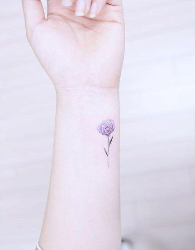Tatouage pivoine sur le poignet