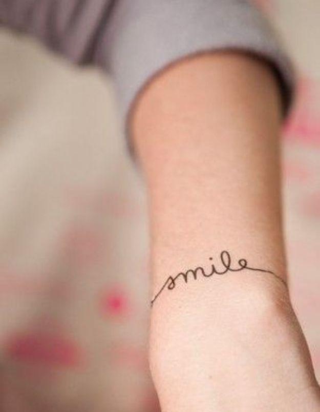 Tatouage poignet avec lettre , Tatouage  40 jolies idées pour nos poignets  , Elle