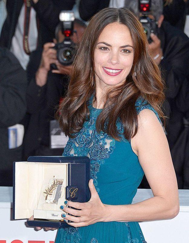 Cannes 2013 : Bérénice Bejo ose le vernis bleu en total look