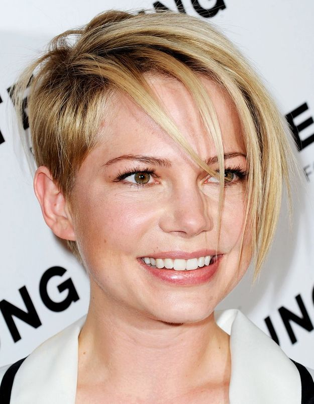 Punk : Michelle Williams booste sa coupe courte