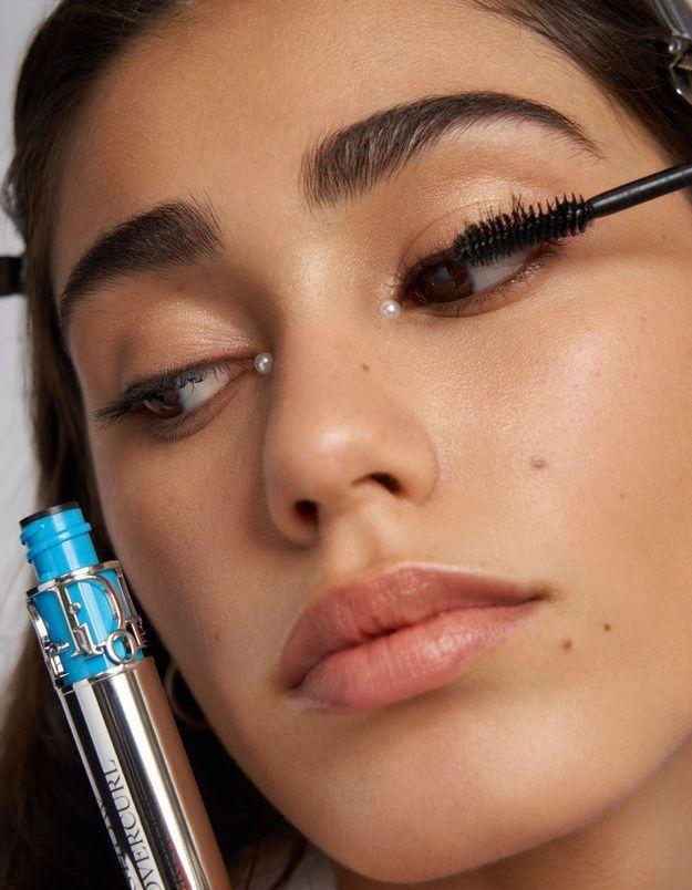 Dior revisite l'œil grec pour son maquillage du défilé Croisière