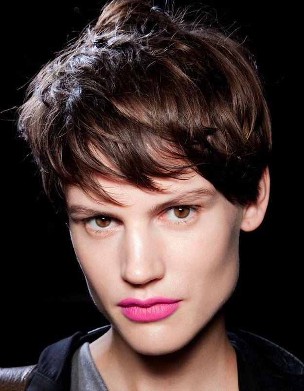 La bonne équation : coupe tomboy et lèvres roses