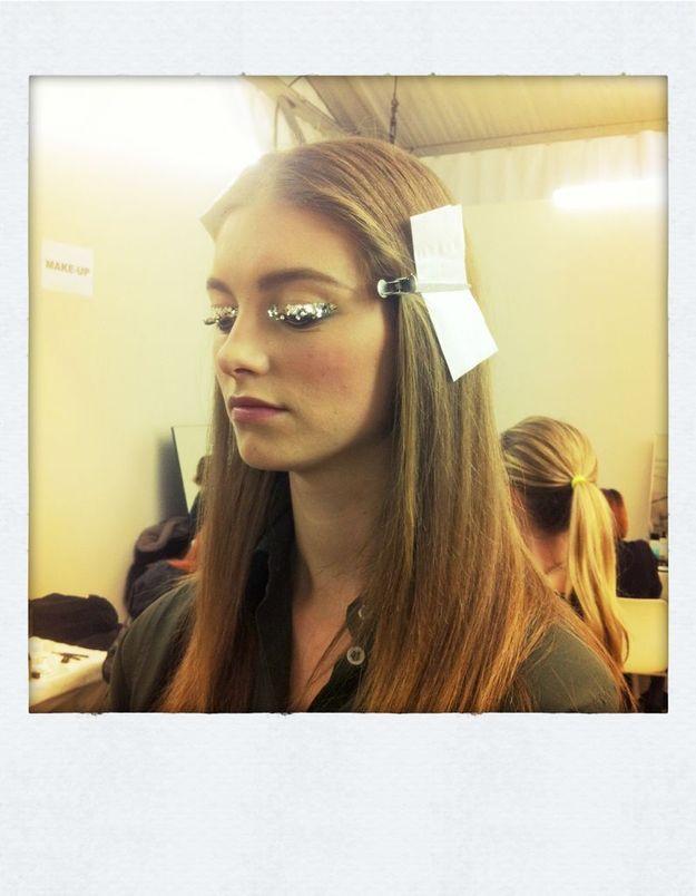 Repérés chez Chanel : L'œil glitter et la manucure bois de rose