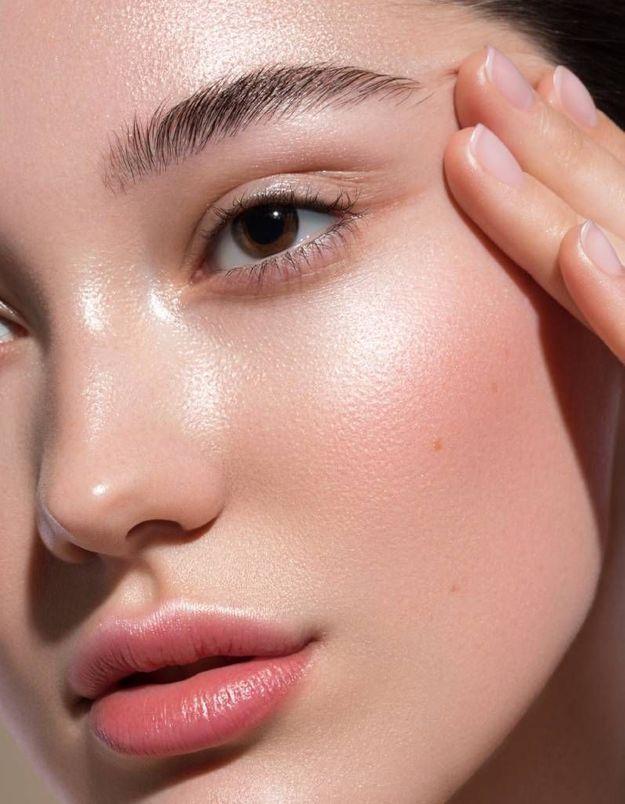 Quand l'auto-massage du visage vient booster la routine « skincare »