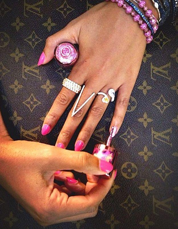 Beyoncé : sa manucure fuchsia contre le cancer du sein