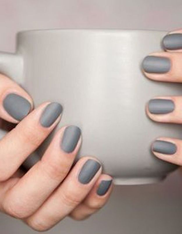 Manucure printemps grise