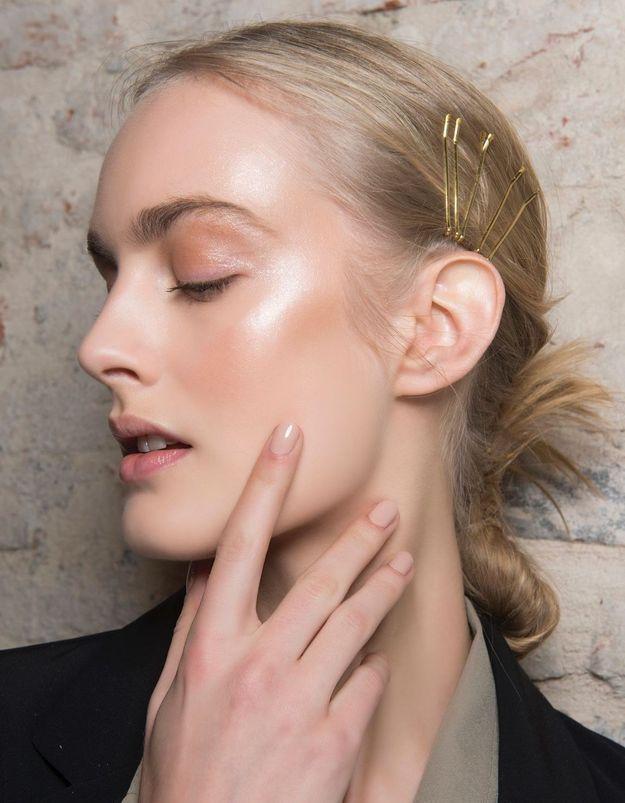Milky Nails : cette tendance manucure que l'on peut se faire chez soi