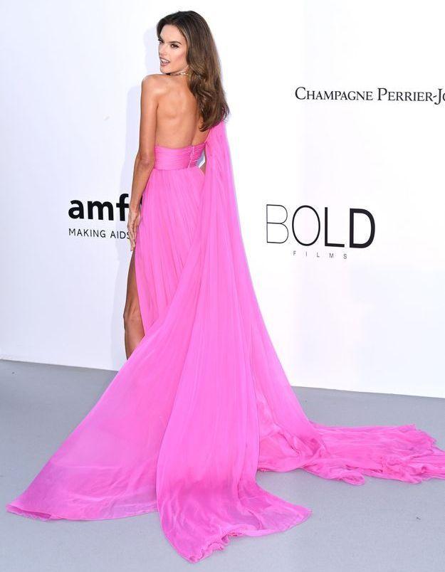 Alessandra Ambrosio et sa robe rose