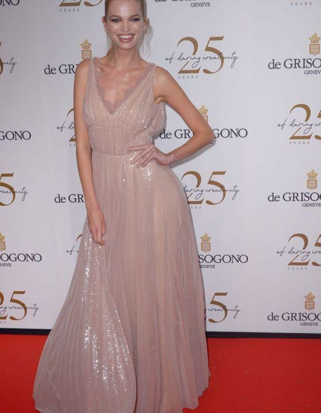 La robe gris-rose de Daphne Groeneveld