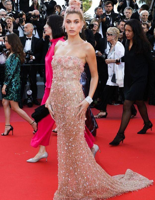 La robe perlée rose d'hailey Bladwin