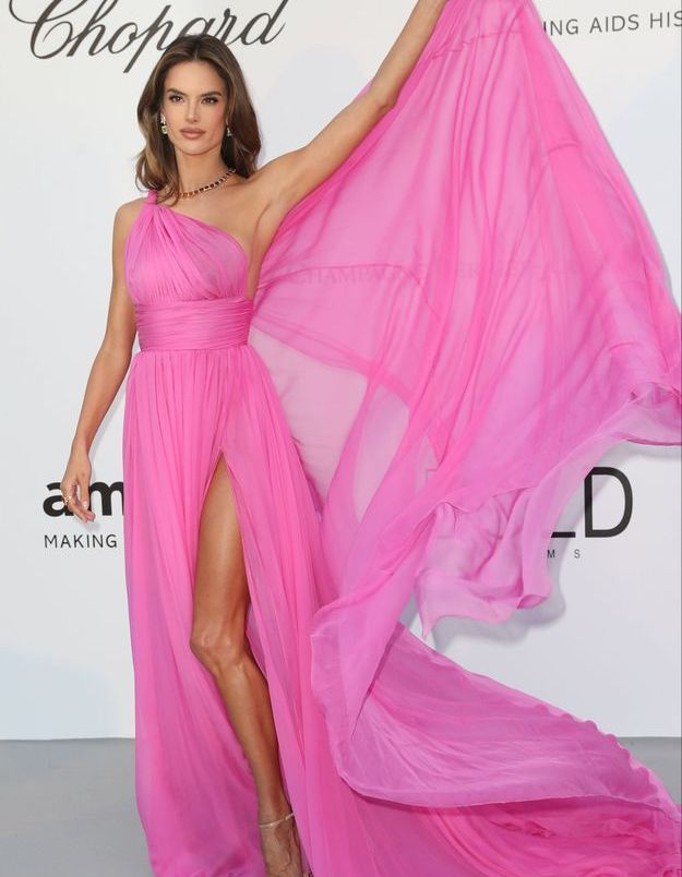 La robe rose bonbon d'Alessandra Ambrosio