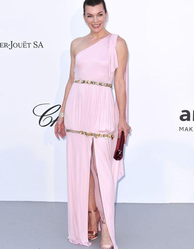 La robe rose de Mila Jovovich