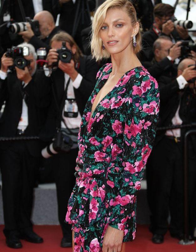 La robe rose fleurie d'Anja Rubik