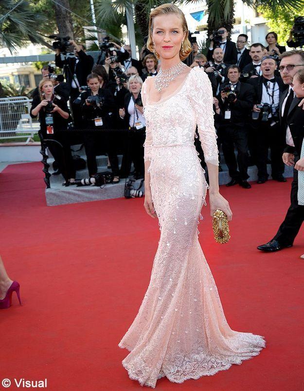 Le look du jour de Cannes : Eva Herzigova