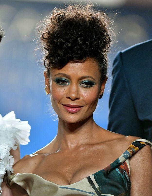 Le maquillage des yeux turquoise de Thandie Newton à Cannes