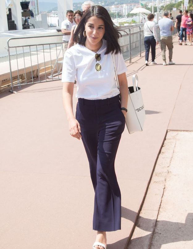 Grande habituée du festival de Cannes, Leïla Bekhti se balade sur la Croisette