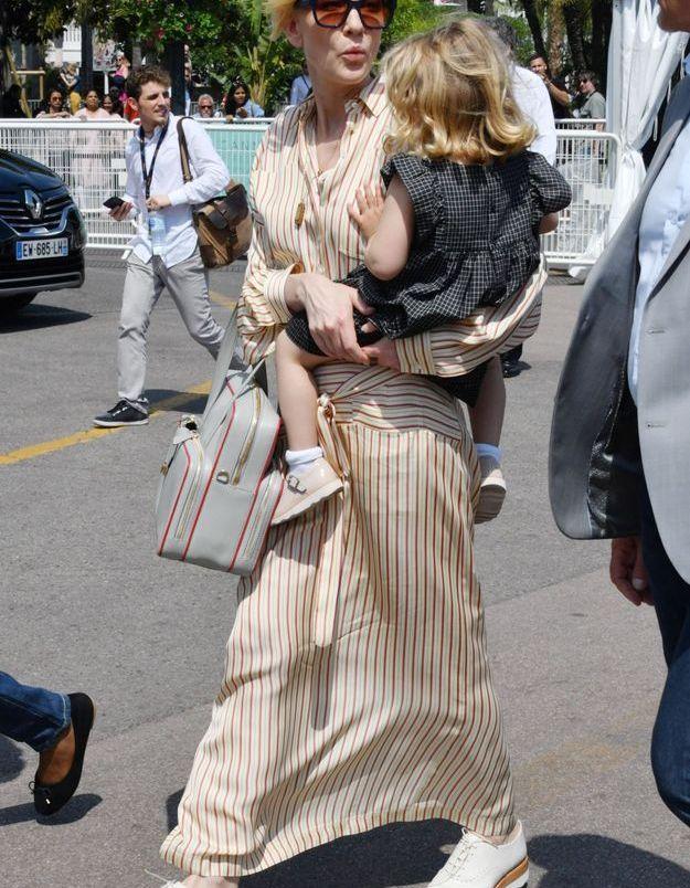 Cate Blanchett, présidente du jury de cette 71ème édition, se balade dans les rues avec sa fille Edith Vivian
