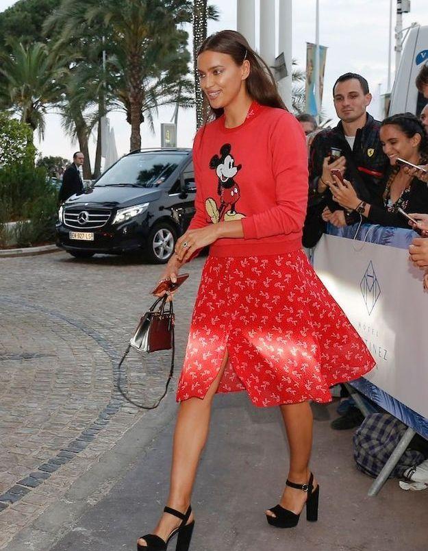 Le mannequin Irina Shayk à la sortie de son hôtel