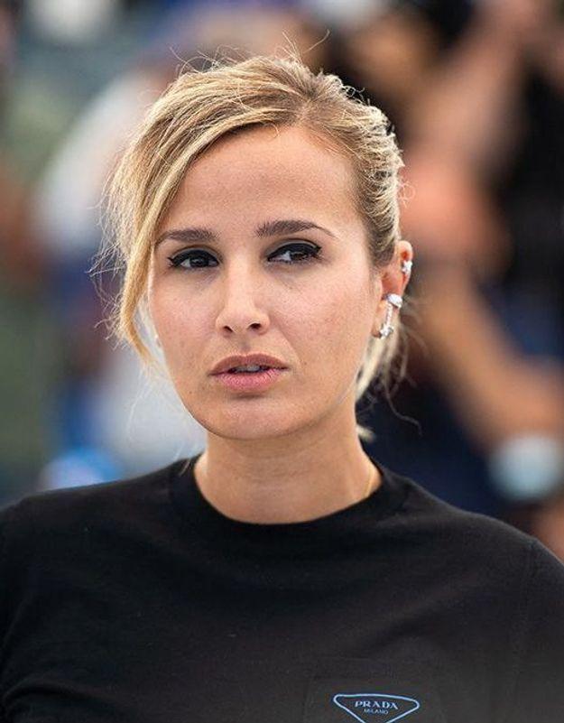 Cannes 2021 : L'immense émotion de Julia Ducournau après le sacre de Titane