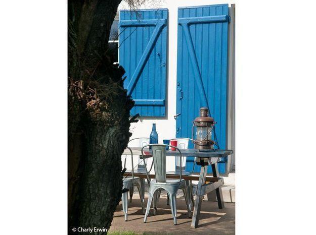 Terrasse table chaise acier