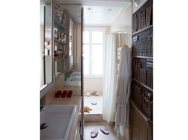 Petite salle de bains de 6 m² en trompe-l'œil