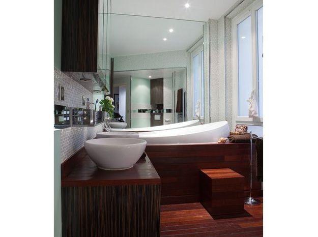 Petite salle de bains de 7m² comme sur un bateau