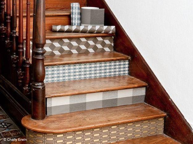 Un papier peint pour les marches de l'escalier