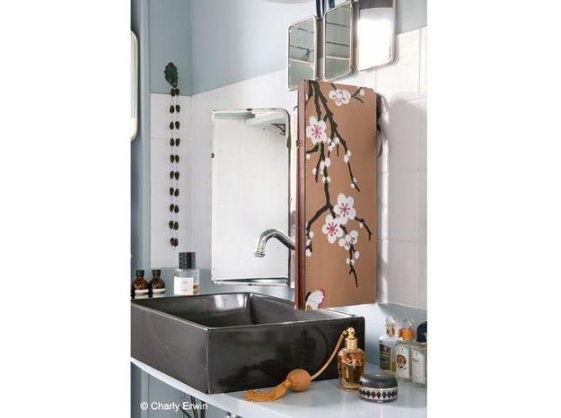 Un papier peint pour un placard de salle de bains